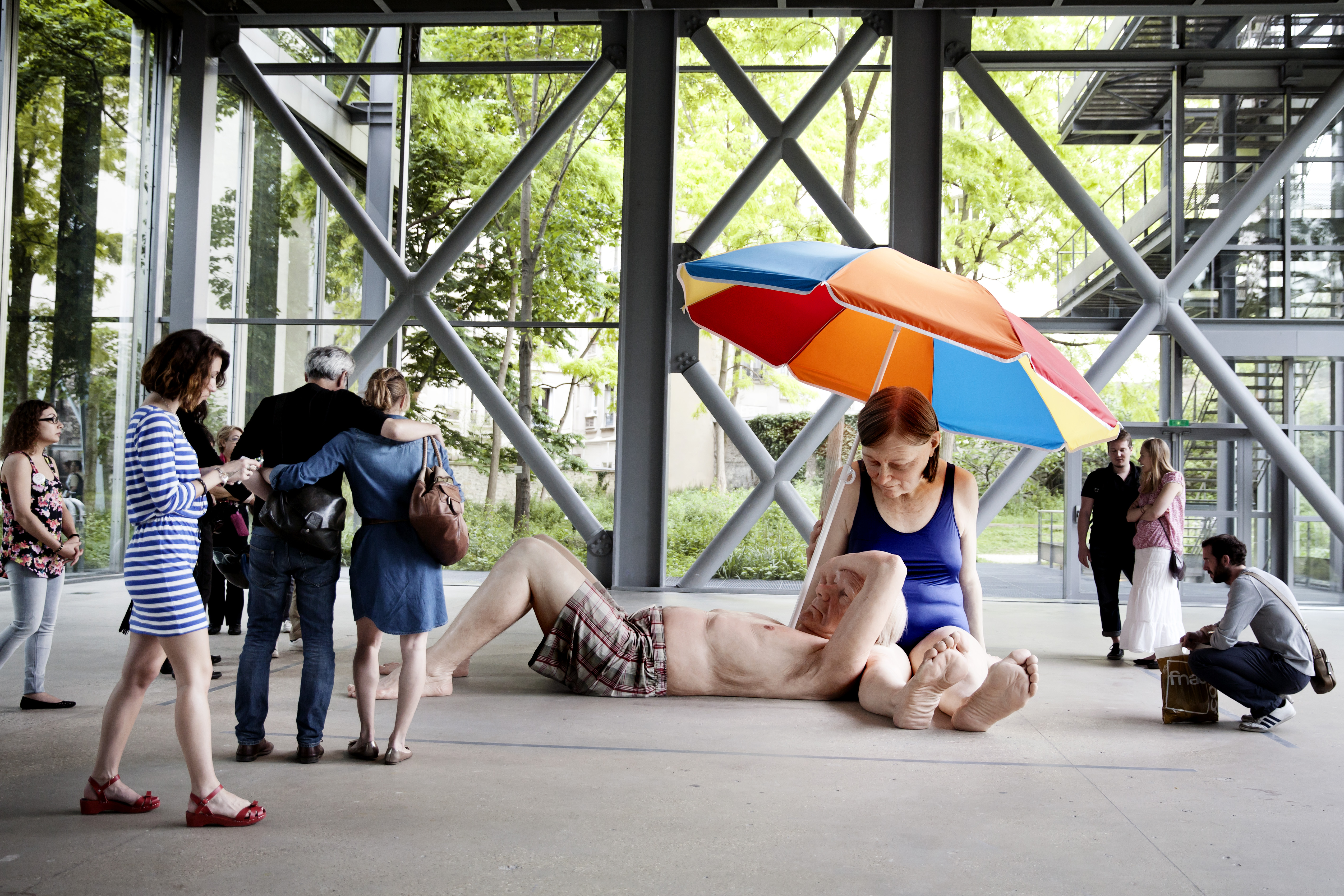Ron Mueck, Couple Under an umbrella, 2013 Courtesy Hauser & Wirth/Anthony d'Offay, Loondres